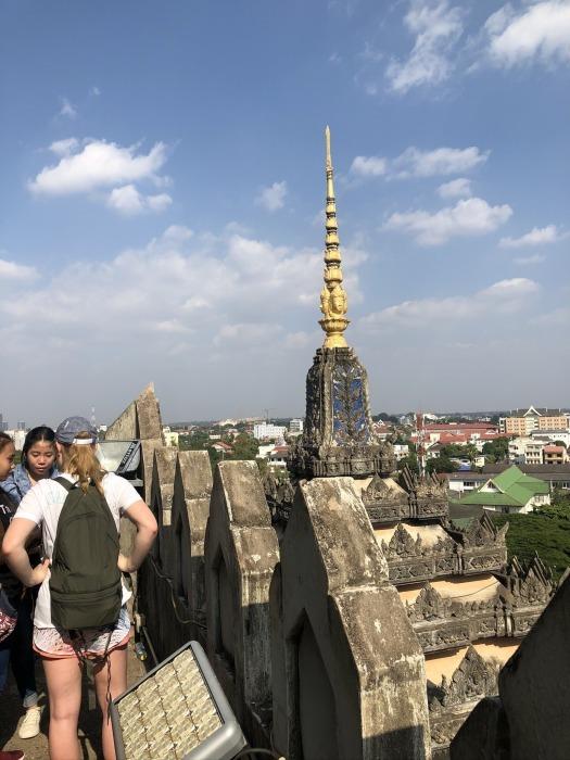 ラオスの旅 10 パリの凱旋門を模したパトゥーサイ_a0092659_20264170.jpg