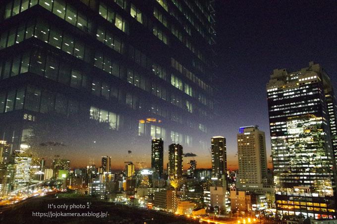 夕焼けとスカイビル_b0391986_15561283.jpg