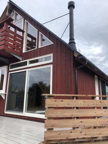 木の教会のような家の玄関アプローチ_d0087595_15531007.jpeg