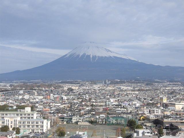 雨マークの30日だが、何とか富士山に姿を見せてほしい! 今年も近づく富士山女子駅伝_f0141310_07280577.jpg
