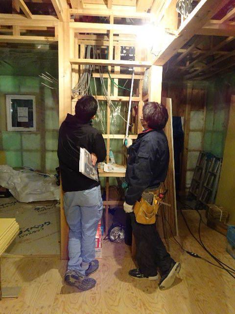 滝沢 穴口の家 大工工事進行中。_f0105112_04513955.jpg