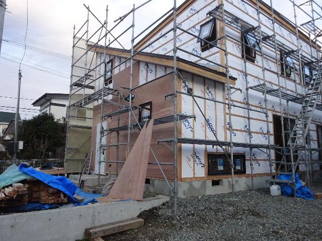 滝沢 穴口の家 大工工事進行中。_f0105112_05022953.jpg