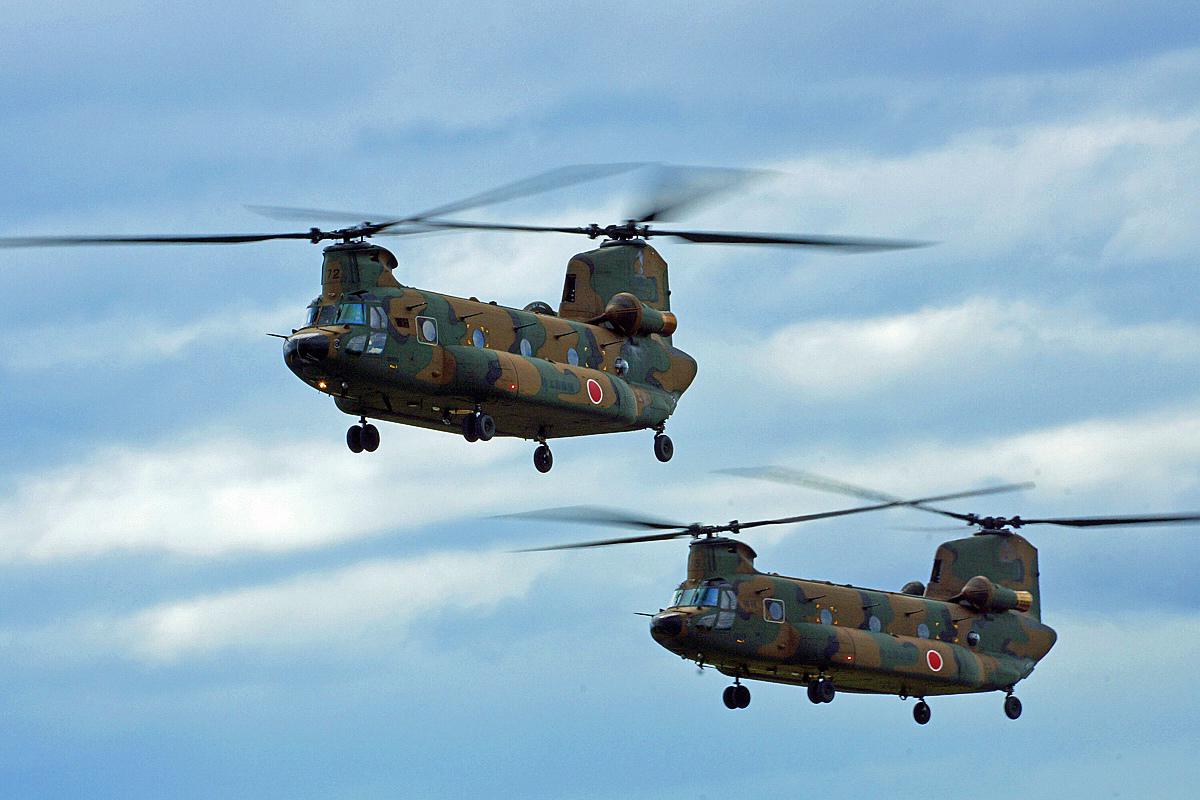 陸上自衛隊ヘリコプター。_b0044115_01221134.jpg