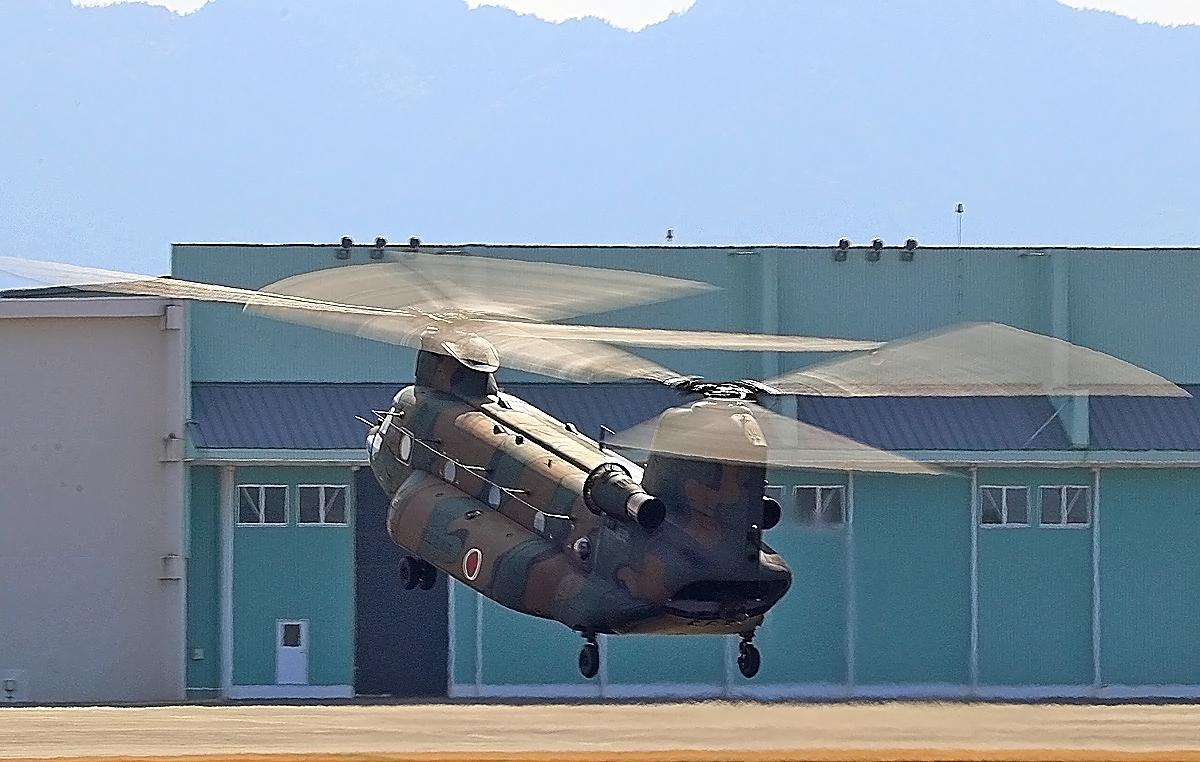 陸上自衛隊ヘリコプター。_b0044115_01225692.jpg