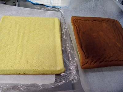 定番ロールケーキもキープしました!_f0129726_18362126.jpg