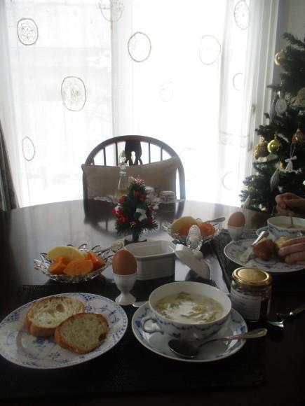 クリスマスグッズを片付けよう_a0279743_13345525.jpg