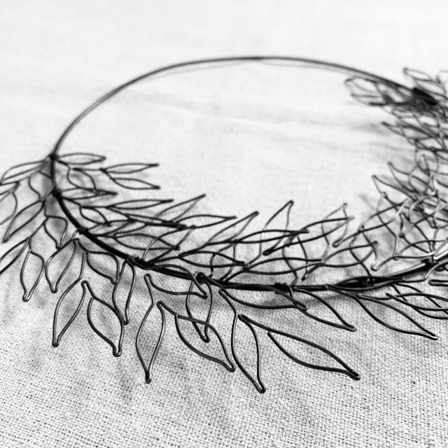 wire leaf wreathe表札。_b0125443_16322981.jpeg