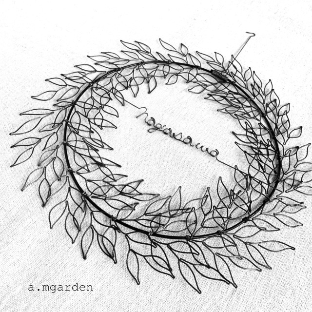 wire leaf wreathe表札。_b0125443_16334146.jpeg