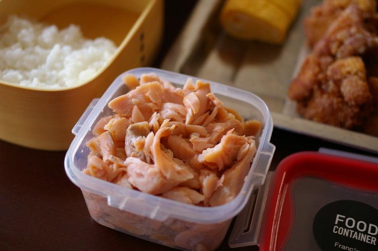 今日の唐揚げ弁当と自家製鮭フレーク_d0327373_08474584.jpg