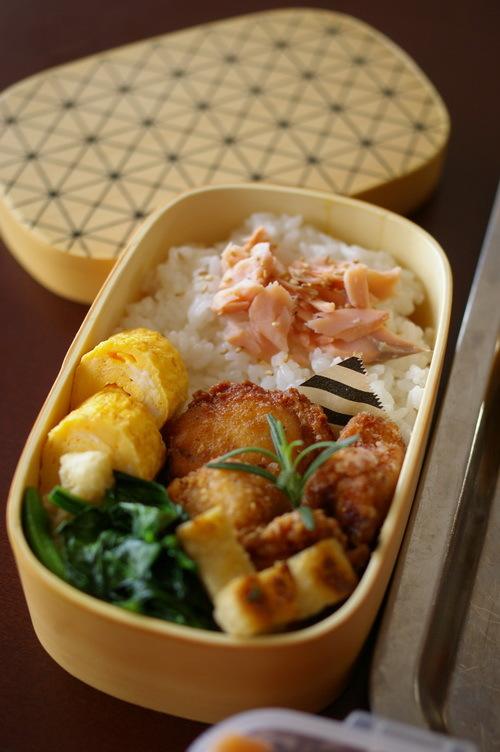 今日の唐揚げ弁当と自家製鮭フレーク_d0327373_08480761.jpg