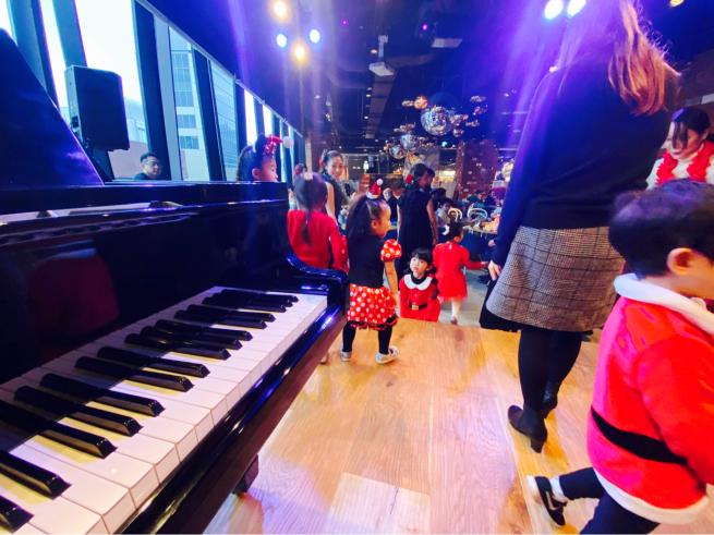 【イベント報告】ミュージカルとフラダンスで☆クリスマスライブin銀座☆みんな笑顔いっぱいでニタニタだった日(^^♪_e0397681_04532568.jpg