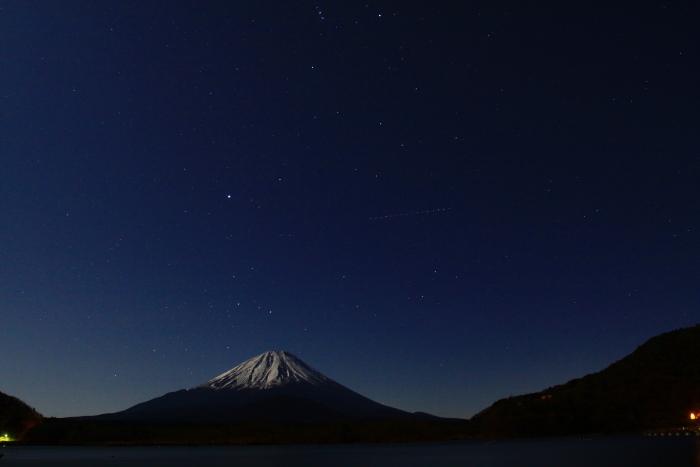 令和元年12月の富士 (19) 精進湖の夜空と富士_e0344396_15514507.jpg