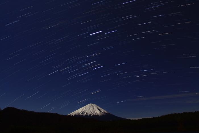 令和元年12月の富士 (20) 西湖の夜空と富士_e0344396_16324239.jpg