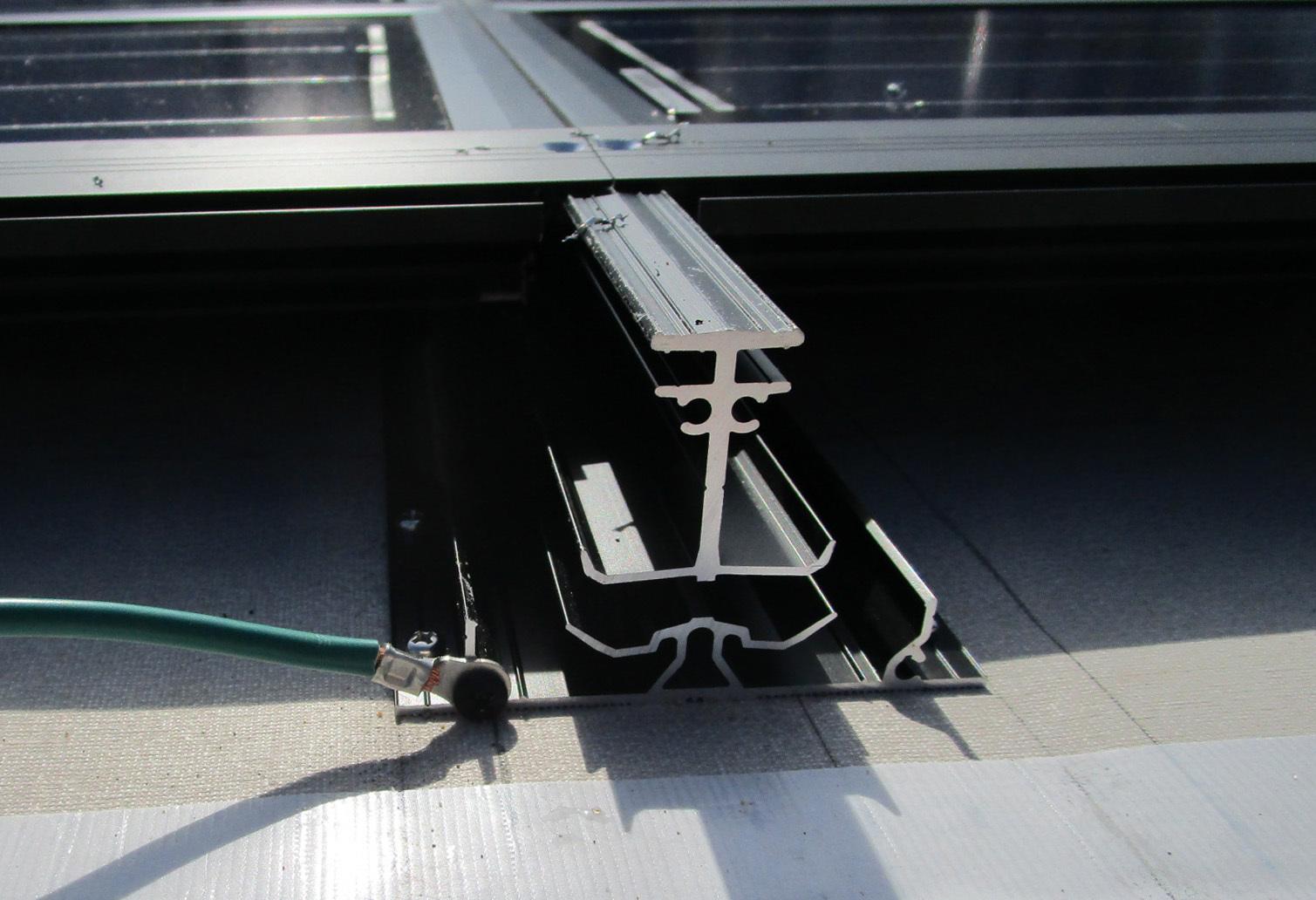 働く屋根エコテクノルーフ:パネル受材兼用通気胴縁_e0054299_09481726.jpg