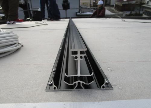 働く屋根エコテクノルーフ:パネル受材兼用通気胴縁_e0054299_09482019.jpg