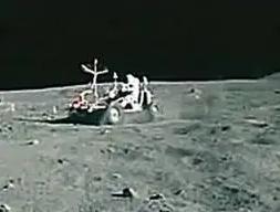 やっぱり人類の月面着陸は捏造だった!ウィキリークスのアサンジが指示して暴露した月面着陸メイキング映像!あのキューブリック監督の特撮だった!_e0069900_13271918.png