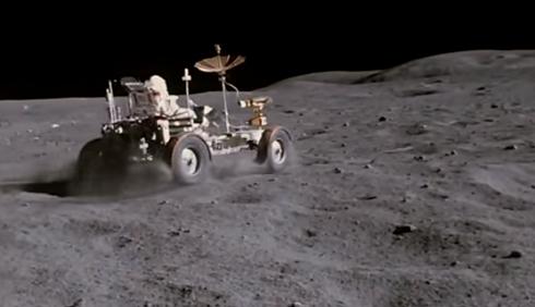 やっぱり人類の月面着陸は捏造だった!ウィキリークスのアサンジが指示して暴露した月面着陸メイキング映像!あのキューブリック監督の特撮だった!_e0069900_13403179.png