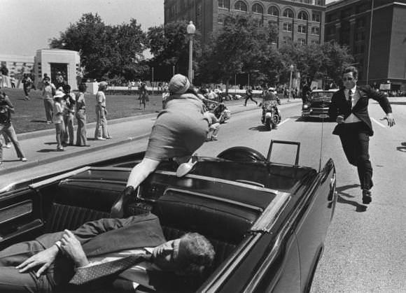映画バイス:911テロの裏の実行犯ディックチェイニー元副大統領のおぞましい実体!_e0069900_23200589.jpg