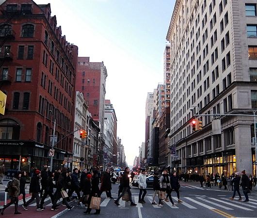 年の瀬のニューヨークの街角風景、フラットアイアン・ビル前_b0007805_09092859.jpg