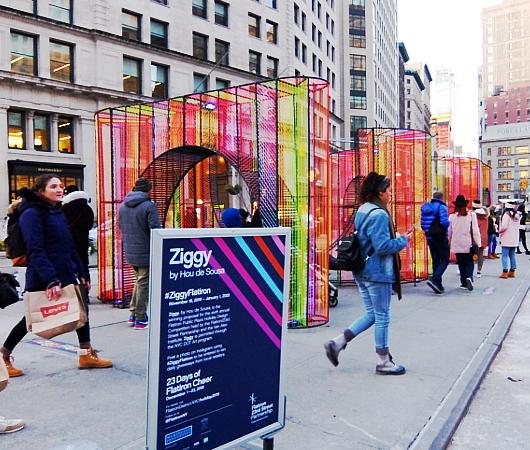年の瀬のニューヨークの街角風景、フラットアイアン・ビル前_b0007805_09113600.jpg