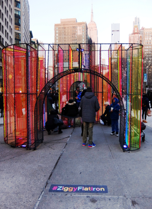 年の瀬のニューヨークの街角風景、フラットアイアン・ビル前_b0007805_09131126.jpg