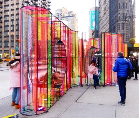 年の瀬のニューヨークの街角風景、フラットアイアン・ビル前_b0007805_09181448.jpg