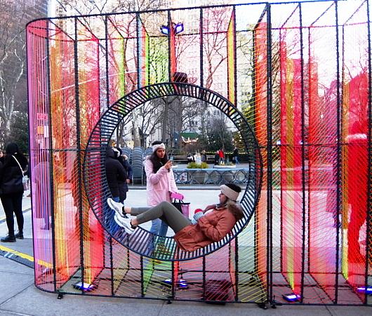 年の瀬のニューヨークの街角風景、フラットアイアン・ビル前_b0007805_09194558.jpg