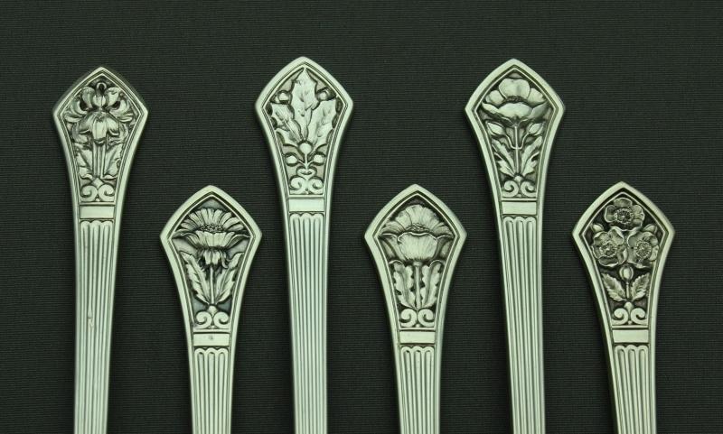 ティファニースプーン 12種の花模様_a0389018_15024948.jpg