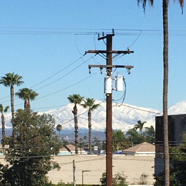 遠くに見える山々の雪景色とケーキポップ_e0350971_09291862.jpg