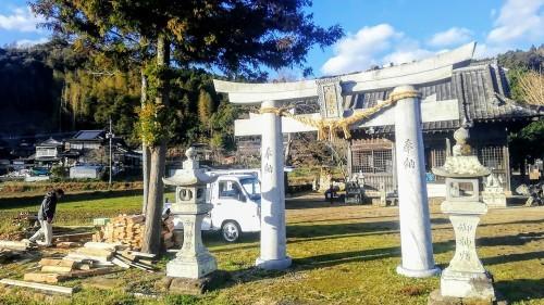 神社で薪割り_d0195183_00474206.jpg