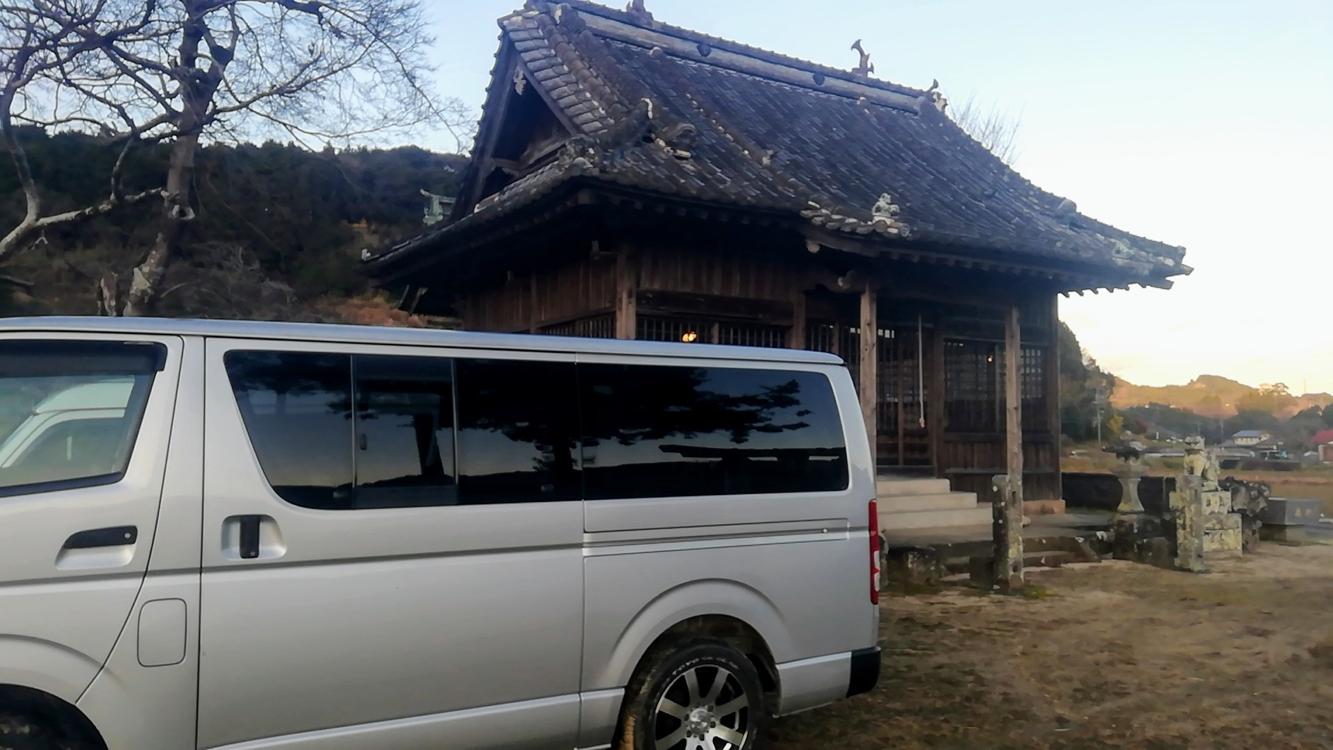 神社で薪割り_d0195183_00485873.jpg