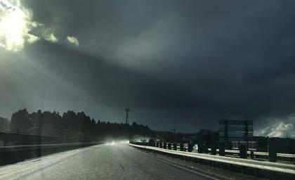 大荒れの天気予報の中.....帰ってきました.......近場の....._b0194185_18094420.jpg