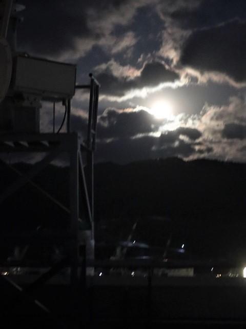 気仙沼湾に浮かび上がった気仙沼の名月・・・・気仙沼プラザホテルからの名月_d0181492_14525707.jpg