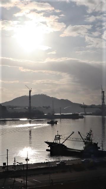 気仙沼湾に浮かび上がった気仙沼の名月・・・・気仙沼プラザホテルからの名月_d0181492_14551867.jpg