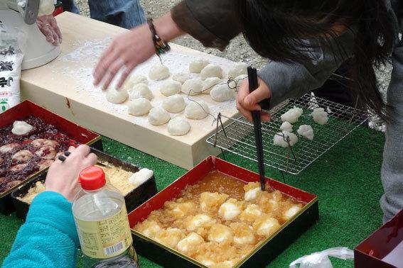 日本ならではのお餅つき_b0145296_18493408.jpg