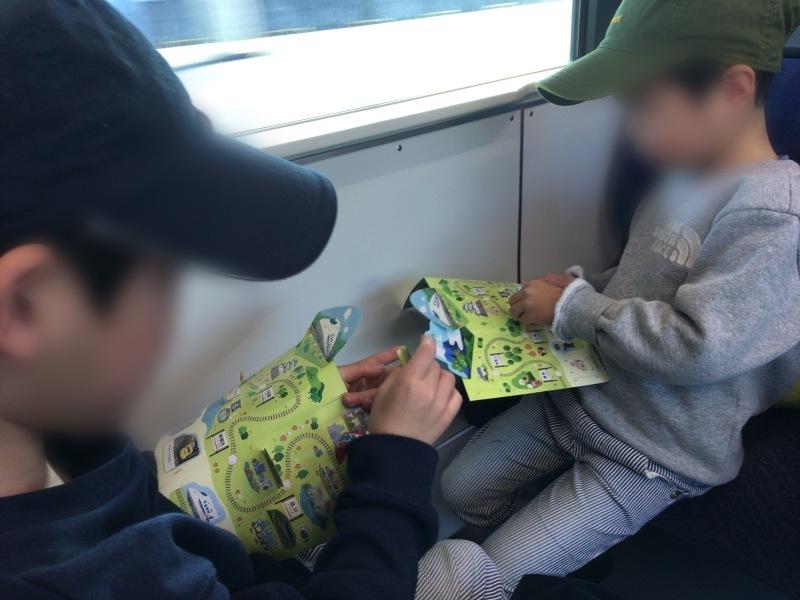 新幹線改札口でもらったしんかんせんシールブック!_d0367998_20474911.jpeg