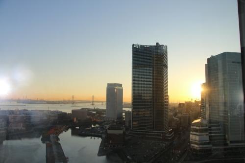 ニューオータニイン横浜プレミアム1809号室から日の出を拝む・2:Canon EOS 70D_c0075701_11112466.jpg
