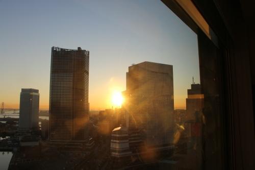 ニューオータニイン横浜プレミアム1809号室から日の出を拝む・2:Canon EOS 70D_c0075701_11121845.jpg