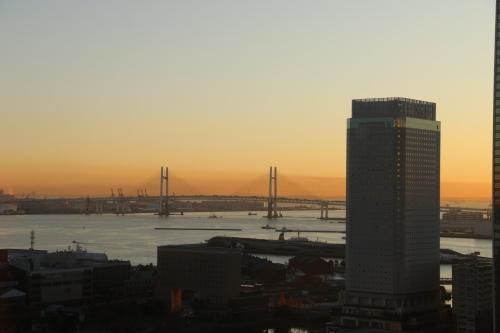 ニューオータニイン横浜プレミアム1809号室から日の出を拝む・2:Canon EOS 70D_c0075701_11123626.jpg