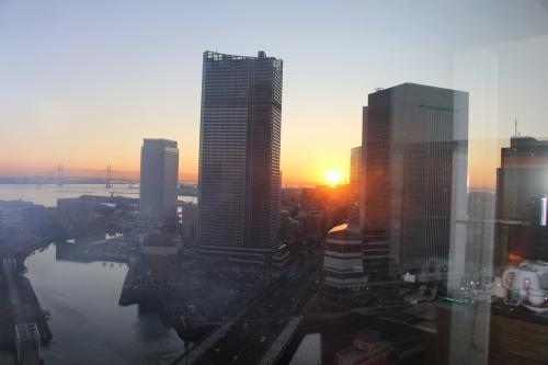 ニューオータニイン横浜プレミアム1809号室から日の出を拝む・2:Canon EOS 70D_c0075701_11152180.jpg