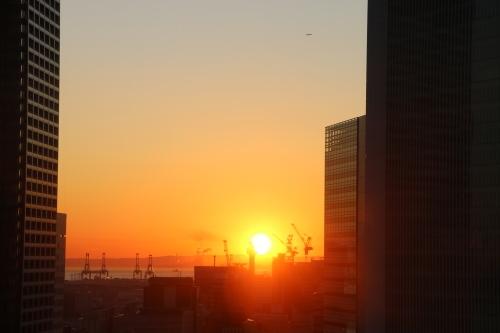 横浜みなとみらい21の日の出_c0075701_11154376.jpg