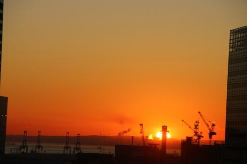 ニューオータニイン横浜プレミアム1809号室から日の出を拝む・2:Canon EOS 70D_c0075701_11165040.jpg