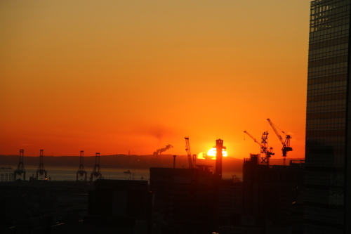 横浜みなとみらい21の日の出_c0075701_11165875.jpg
