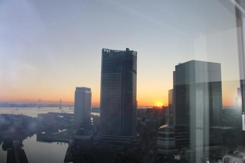 ニューオータニイン横浜プレミアム1809号室から日の出を拝む・2:Canon EOS 70D_c0075701_11171537.jpg