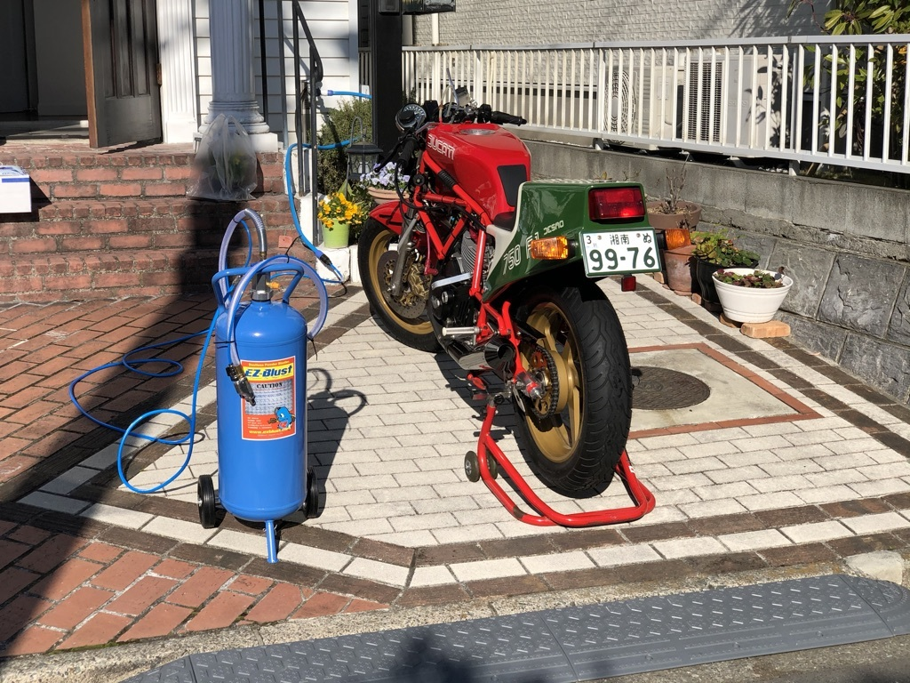 Ducati F1重曹ブラストに挑戦_a0051924_11111663.jpeg