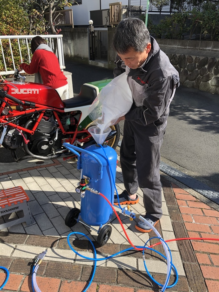Ducati F1重曹ブラストに挑戦_a0051924_11112307.jpeg