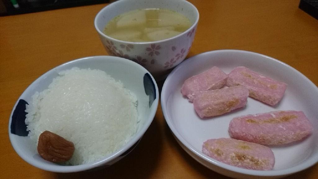 朝食。手作りした紅白もちは美味い!_b0106766_07250555.jpg