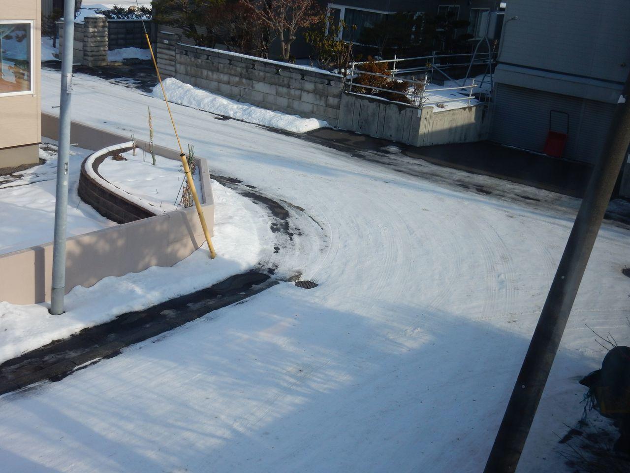 夜になっても気温は上がり積雪は2センチまで下がる_c0025115_22550132.jpg