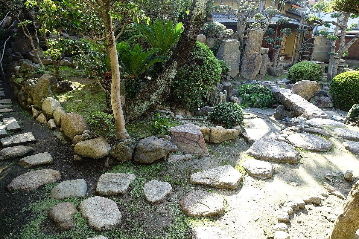 日下山 願泉寺庭園_c0112559_13080460.jpg