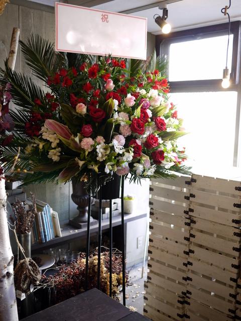 美容室の店舗移転にスタンド花。平岸1条にお届け。2019/12/25。_b0171193_22262676.jpg